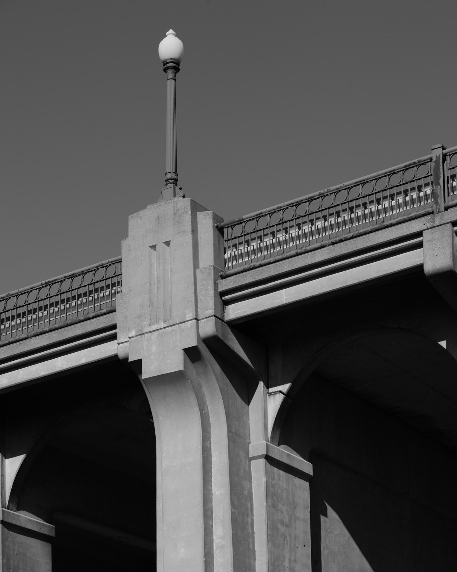 Bridge 5370 Light Standard