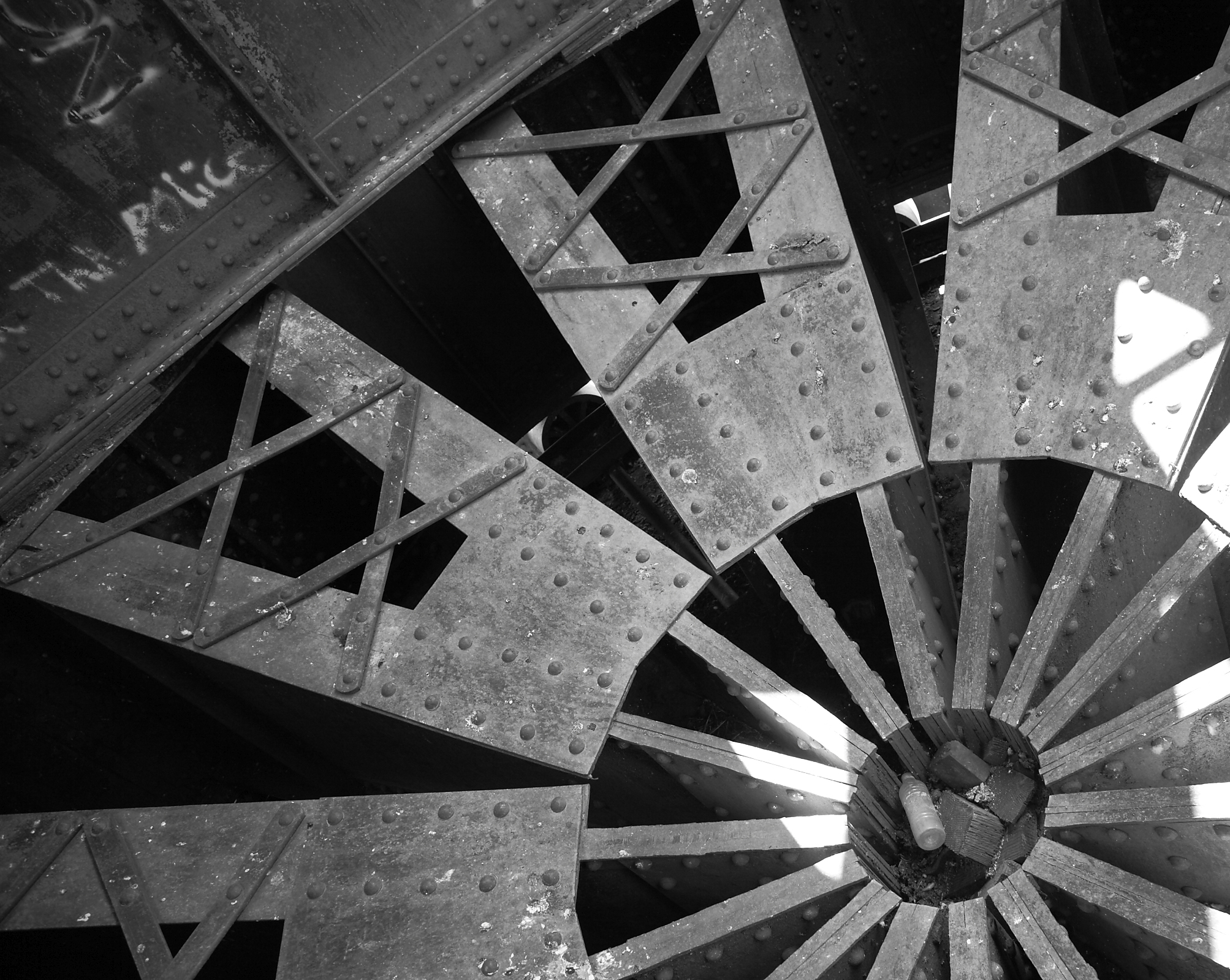 Pierre C&NW Bridge - Interior of Center Swing Bearing (Please credit Daniel R. Pratt and the Historic American Engineering Record)